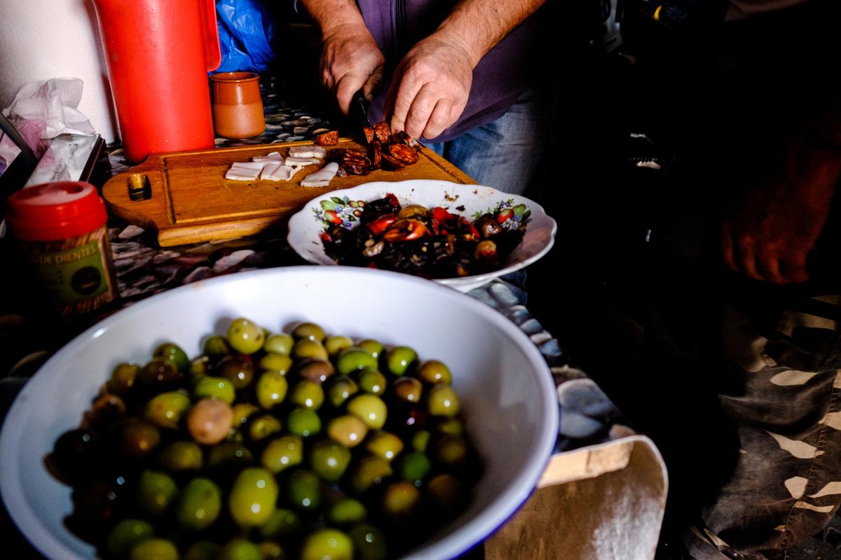 En casa de Felicita, una de las que participan de la Ruta de las Bodegas, nunca falta comida.