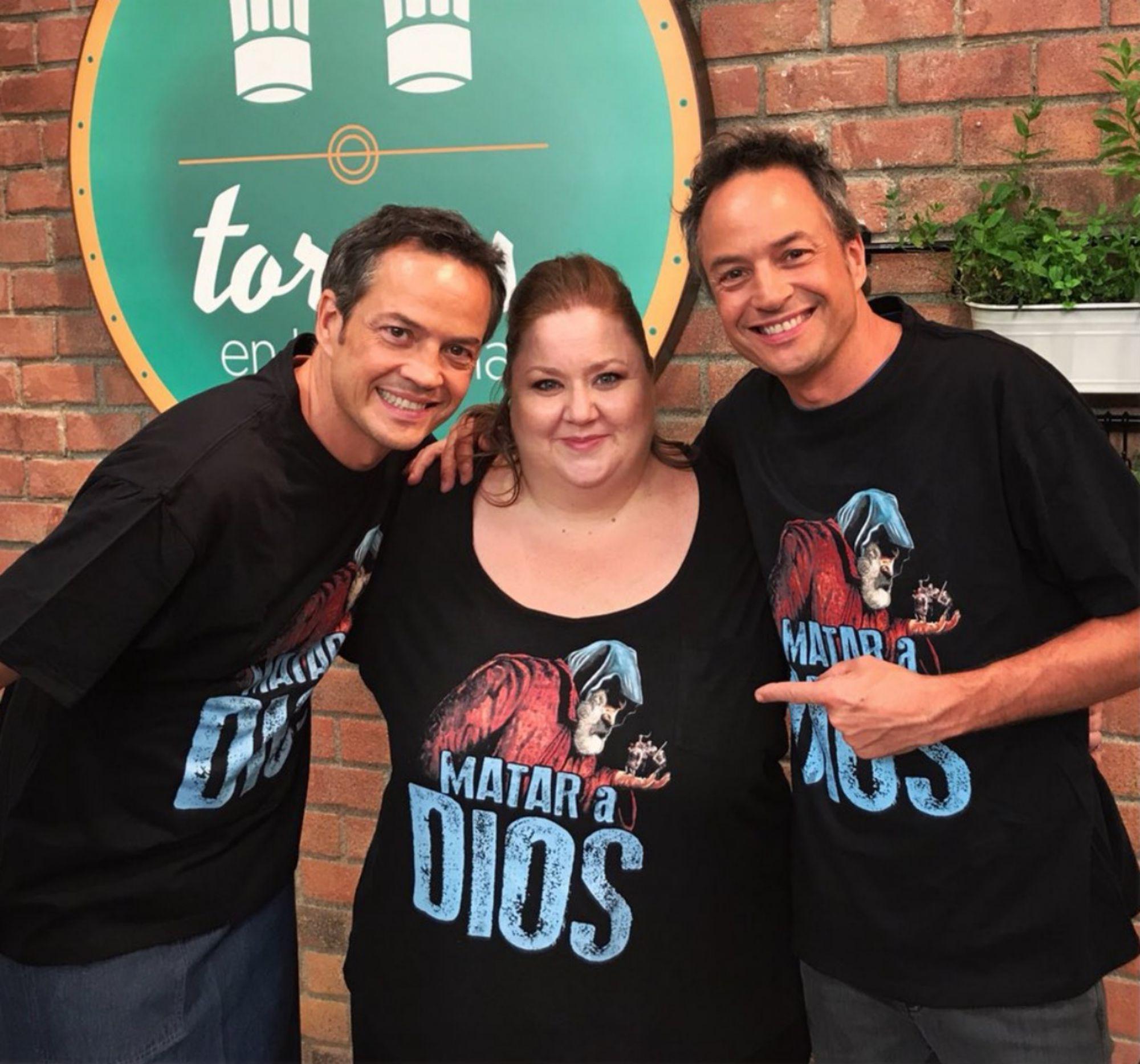 La actriz durante la grabación del programa de cocina de los hermanos Torres. Foto: Facebook.