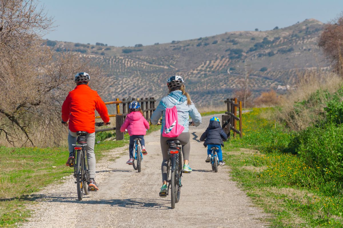 Un planazo de fin de semana para dar la bienvenida al otoño es salir juntos en bici. Foto: Antonio Camacho.