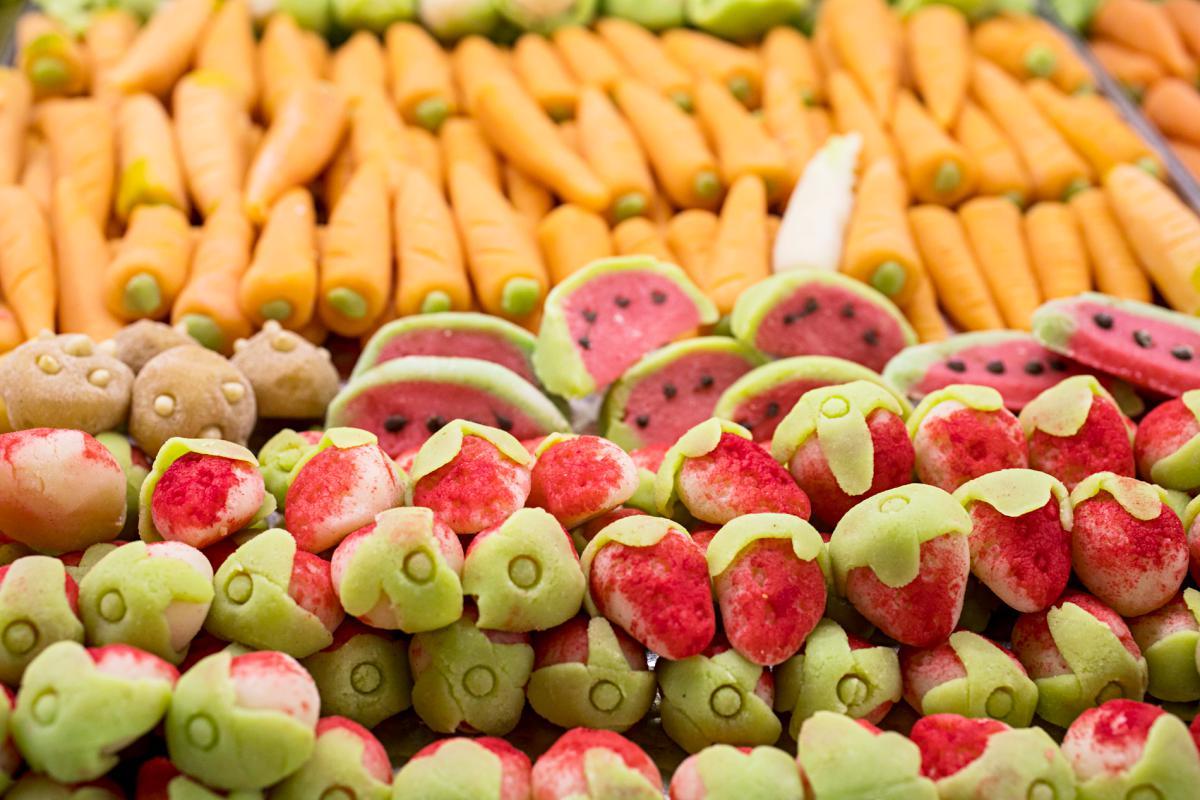 Frutas y hortalizas de mazapán con un ligero sabor a lo que representan.