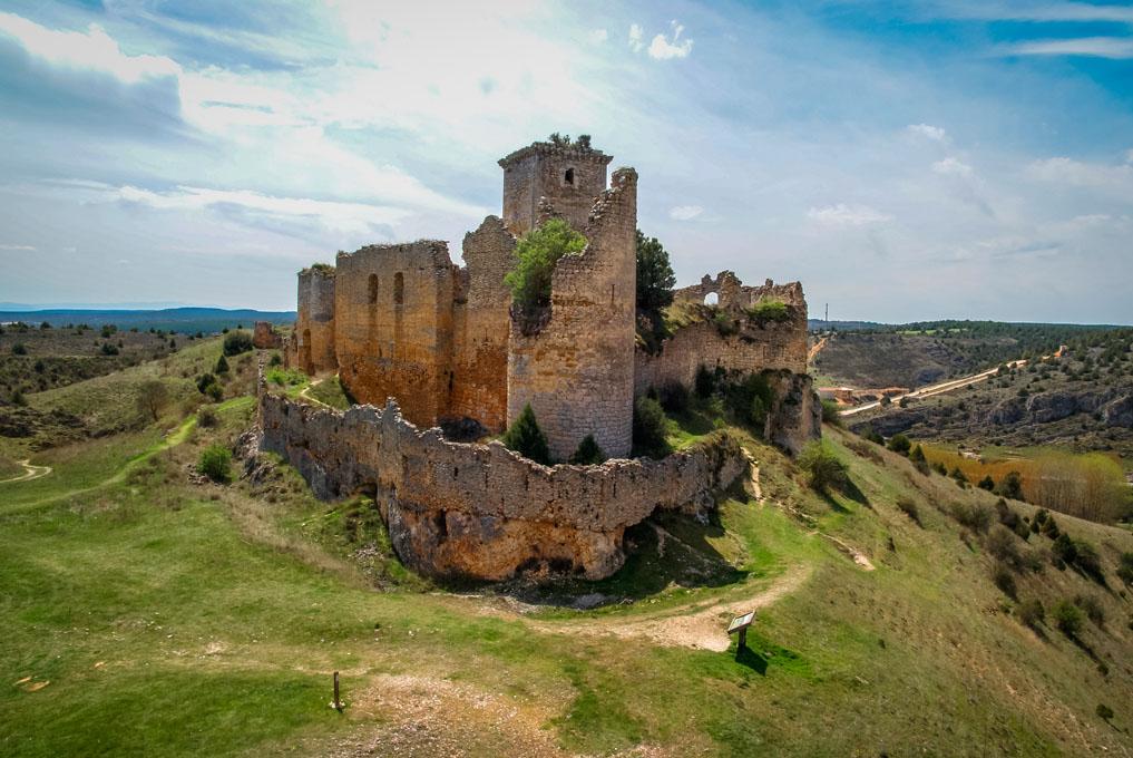 El castillo de Ucero, testigo de la historia del lugar desde el siglo XII. Foto: Shutterstock.