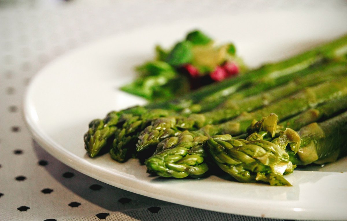 Los espárragos verdes de Aranjuez son una de las verduras favoritas de Rodrigo. Foto: Aguatinta.