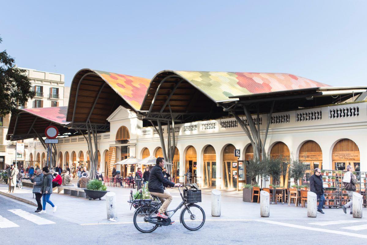 El Mercado de Santa Caterina, con su tejado colorista y ondulado.