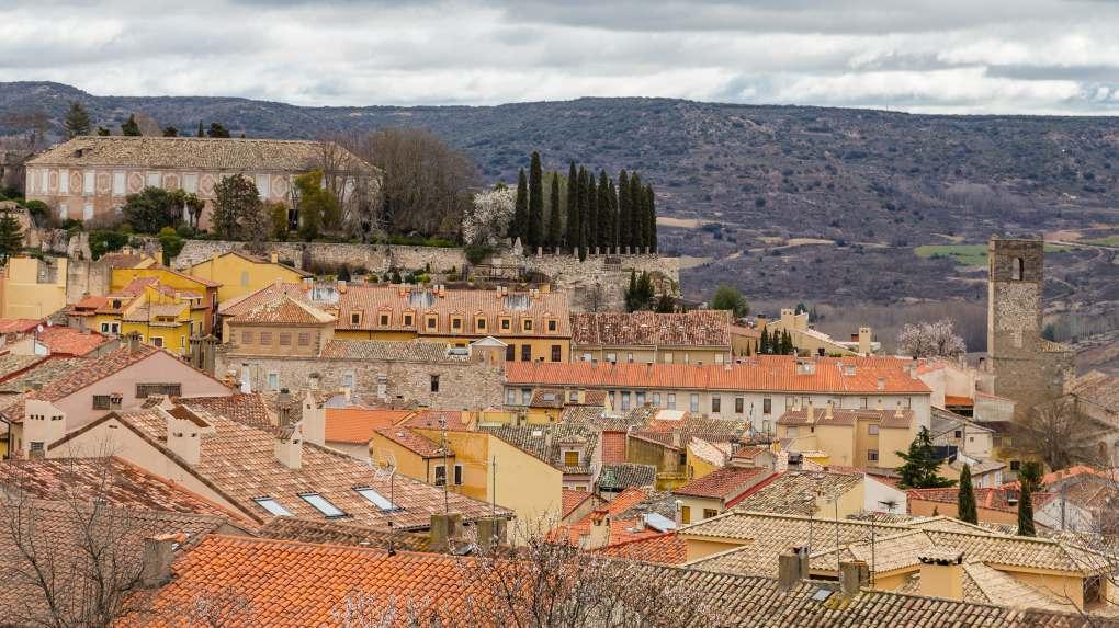 El bonito pueblo de Brihuega, en plena Alcarria. Foto: Shutterstock.