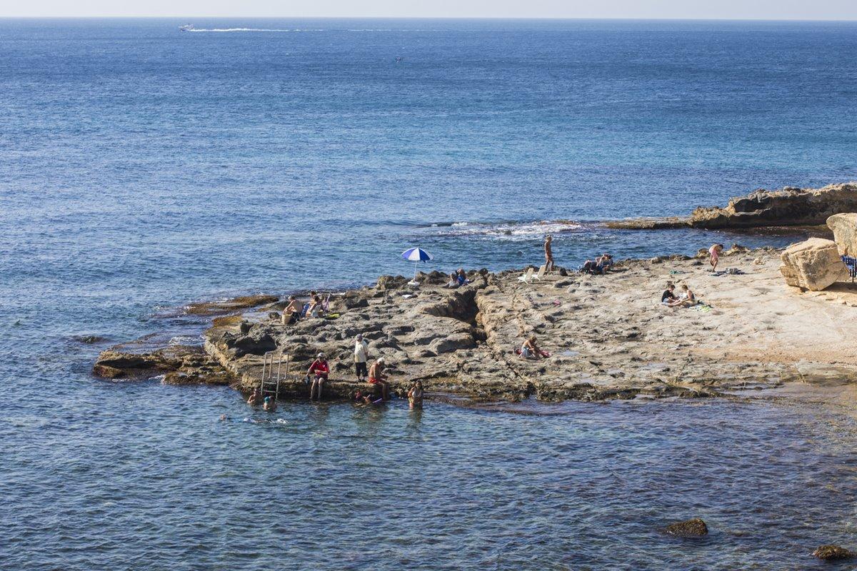 Las rocas y la profundidad de las aguas transparentes de Andragó son perfectas para el buceo.