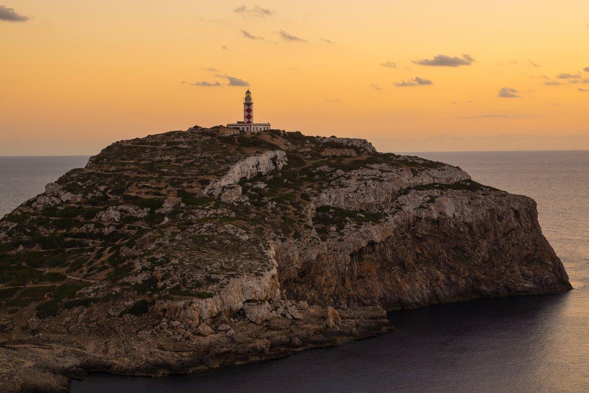 El recorrido hasta el Faro de Ensiola constituye la ruta más completa, de cuatro horas de duración. Foto: Shutterstock.