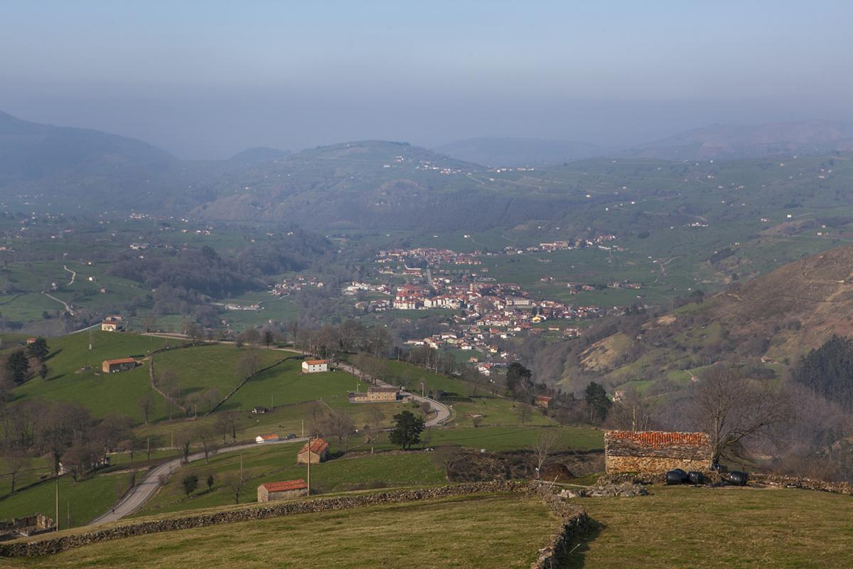 Vega de Pas-Selaya. Cantabria. Vista desde el puerto de La Braguía.