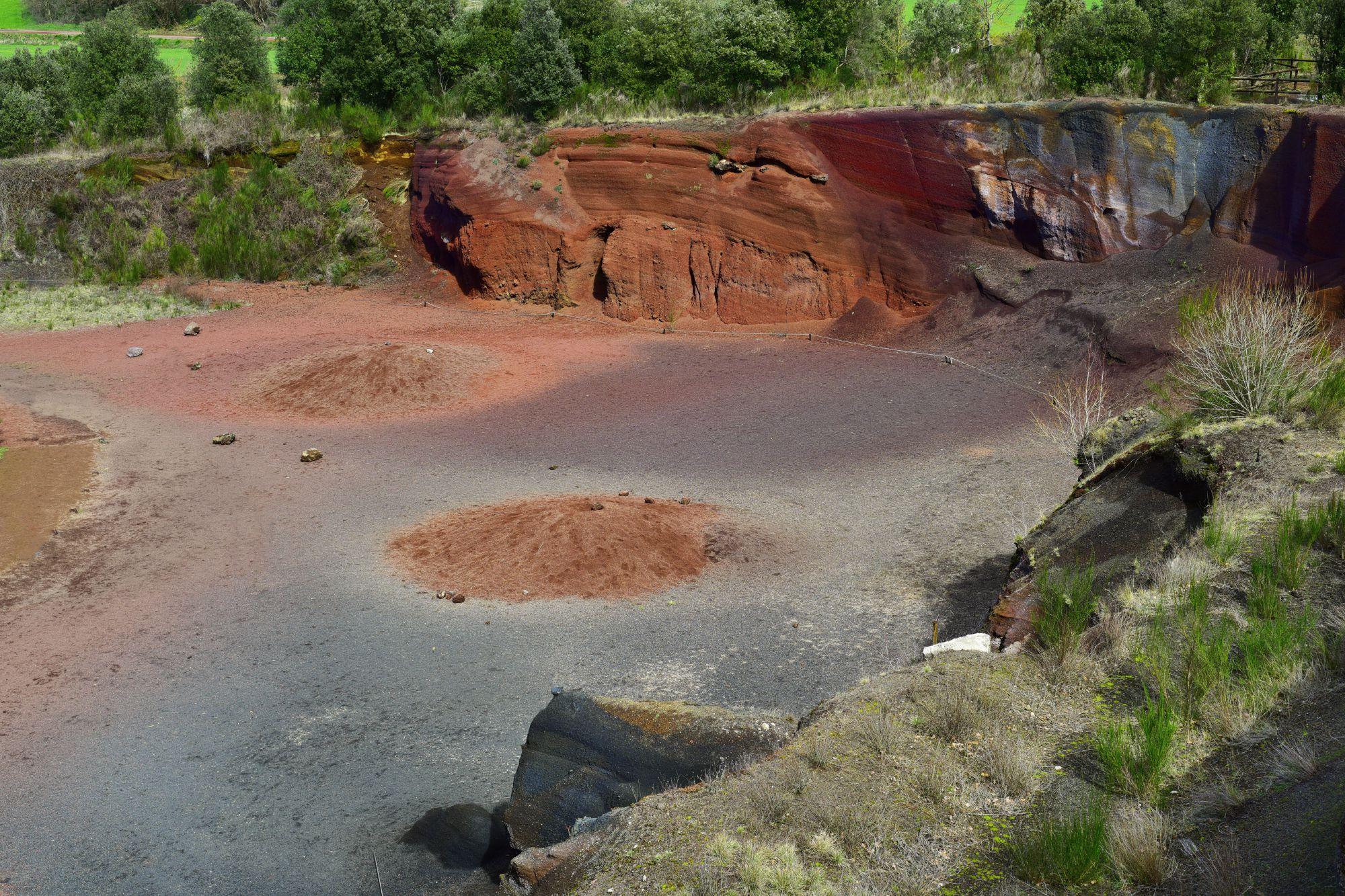 El volcán de Croscat y sus gredales son una de las joyas del parque. Foto: Shutterstock.