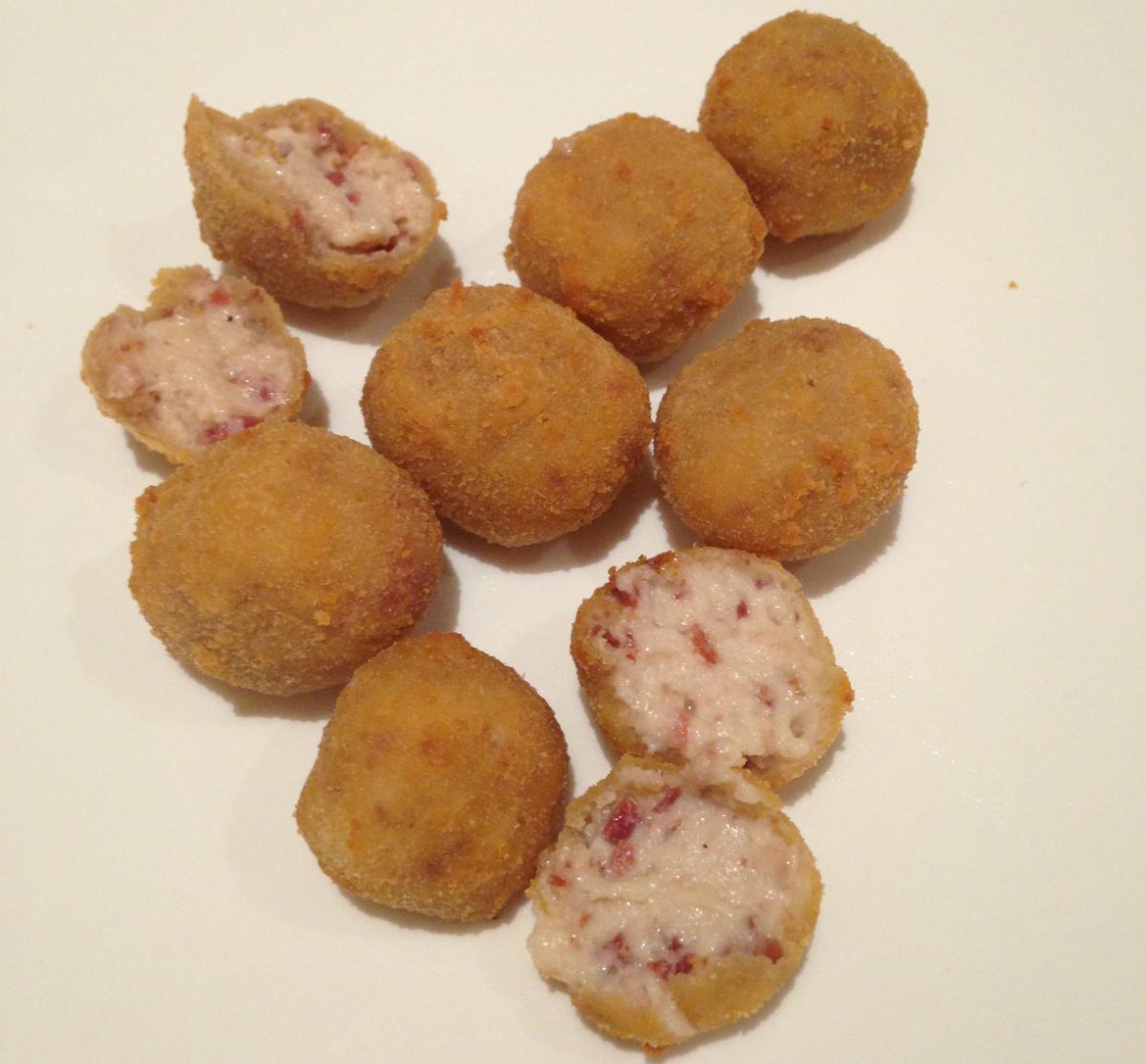 Empezamos con unas croquetas de jamón. Foto: M.R.