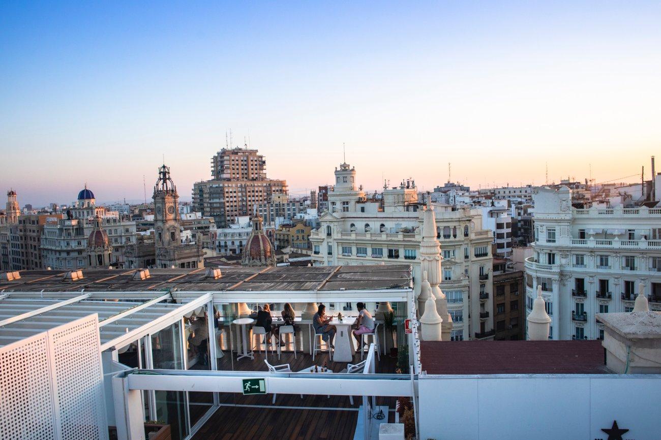 Azotea 'El Mirador del Ateneo': terraza con las vistas de Valencia