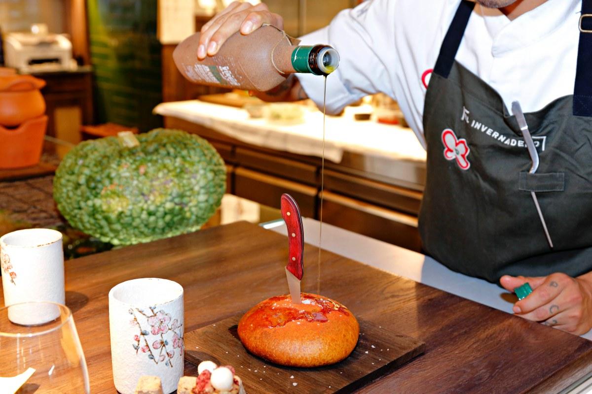 Pan relleno de tomates asados elaborado con licopeno, la sustancia natural que hace rojo al tomate.