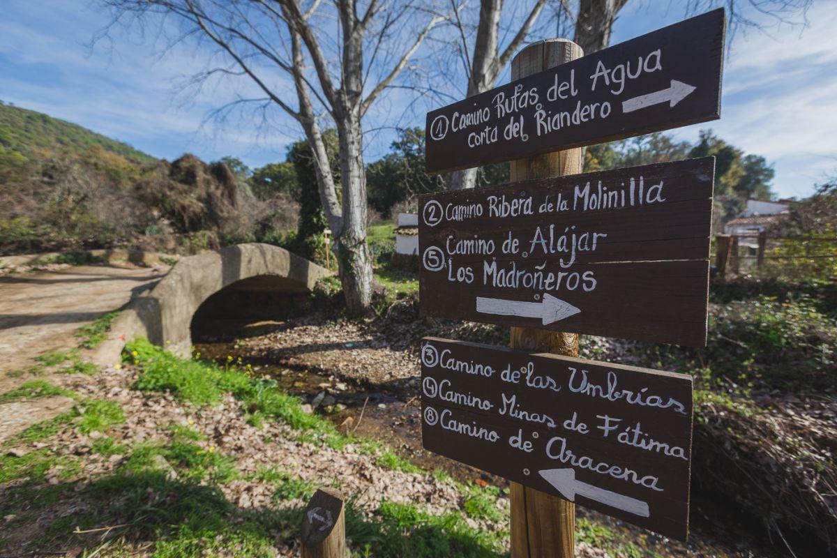 Senderos que pasan por Linares de la Sierra en el Parque Natural de la Sierra de Alacena, Huelva.