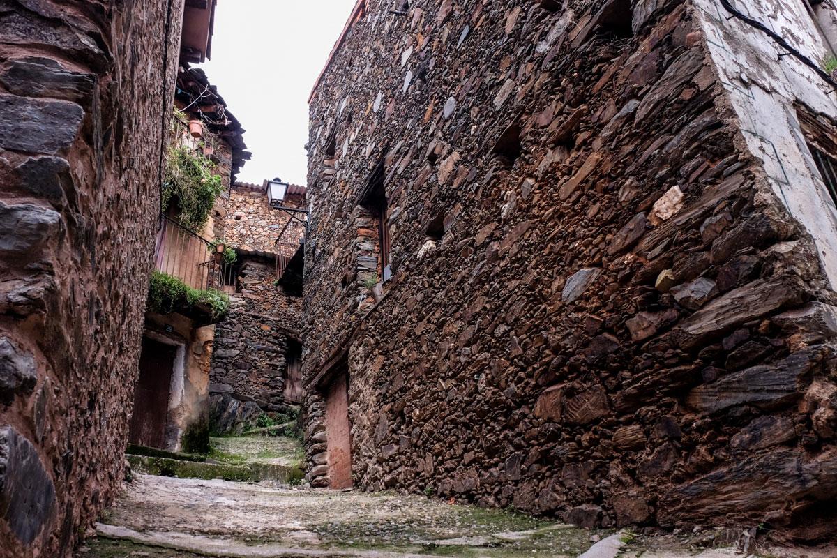 La arquitectura tradicional de Las Hurdes se convirtió en otro estereotipo de esa leyenda negra.