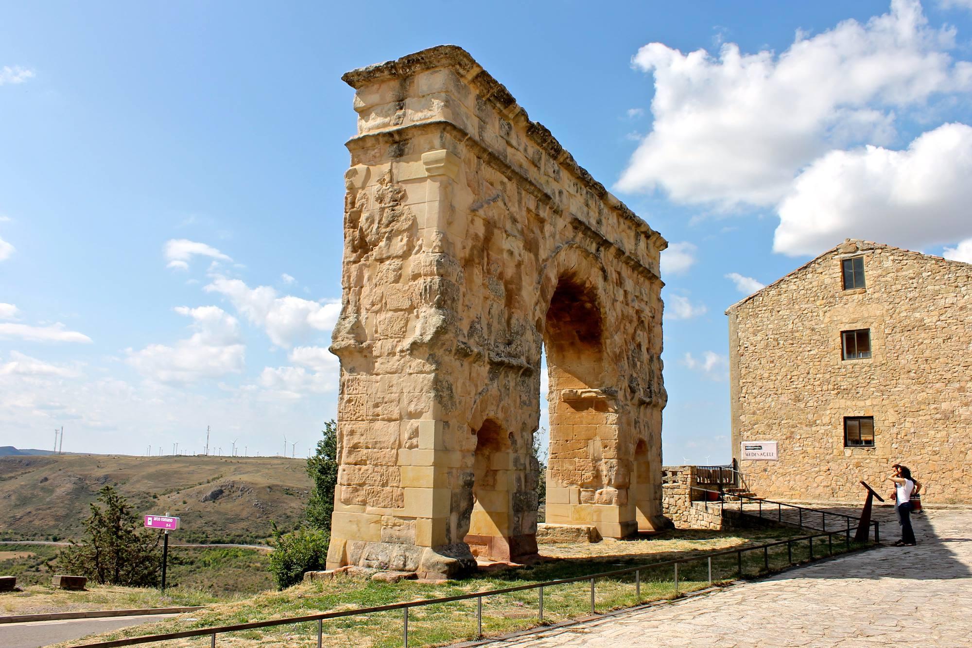 El Arco del Triunfo de Medinaceli es el único de triple arcada en toda la Península. Foto: Shutterstock