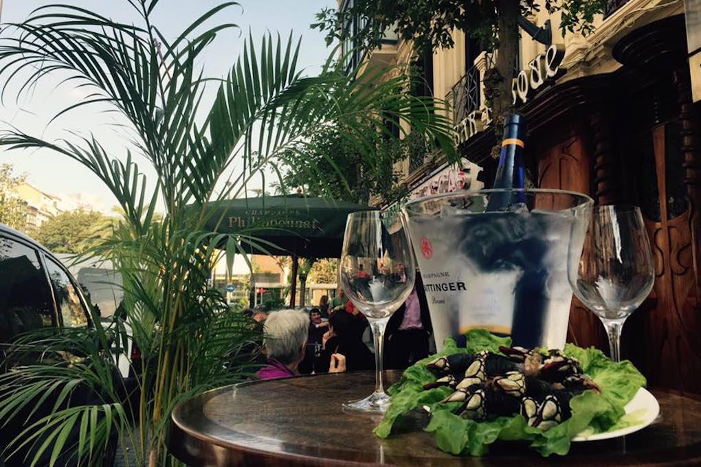Aperitivo de domingo en la terraza del 'Basque'. Foto: Facebook.