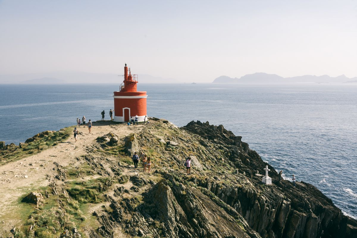 El faro de Punta Robaleira, con las mejores vistas de las islas Cíes.