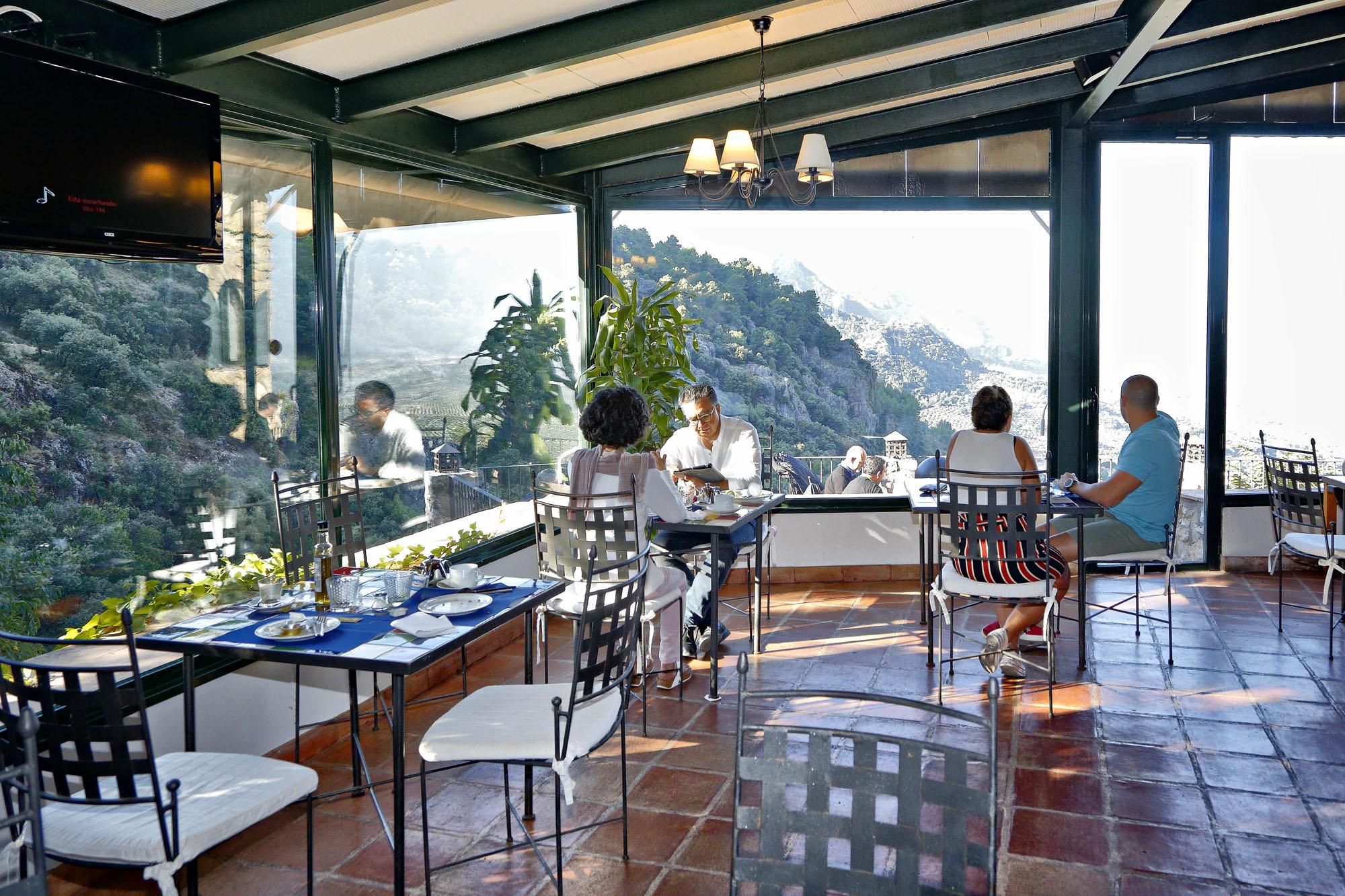 Las cristaleras del restaurante permiten seguir disfrutando de las vistas.