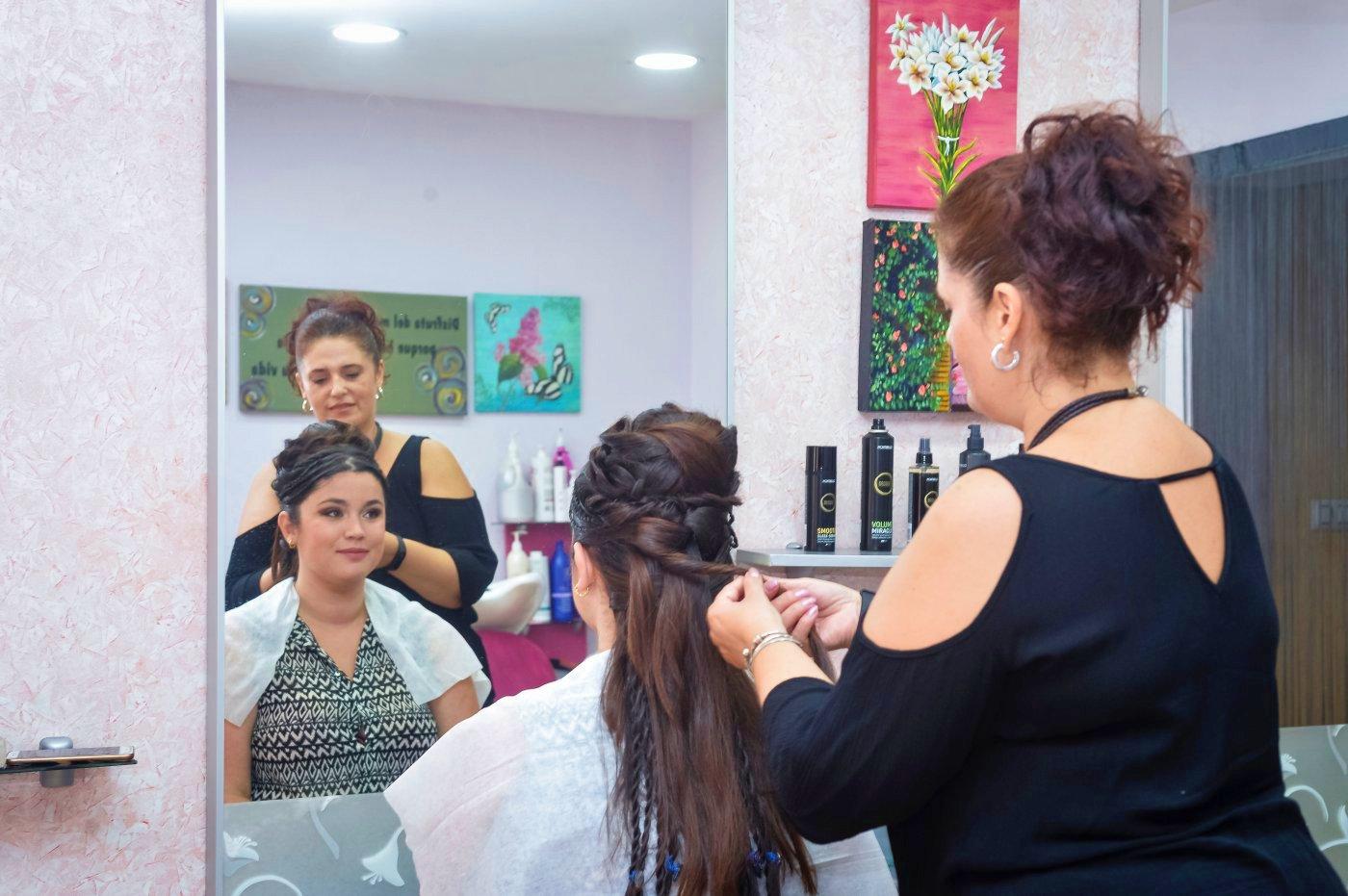Carthagineses y romanos: Sara Reñasco en la peluquería Azabache