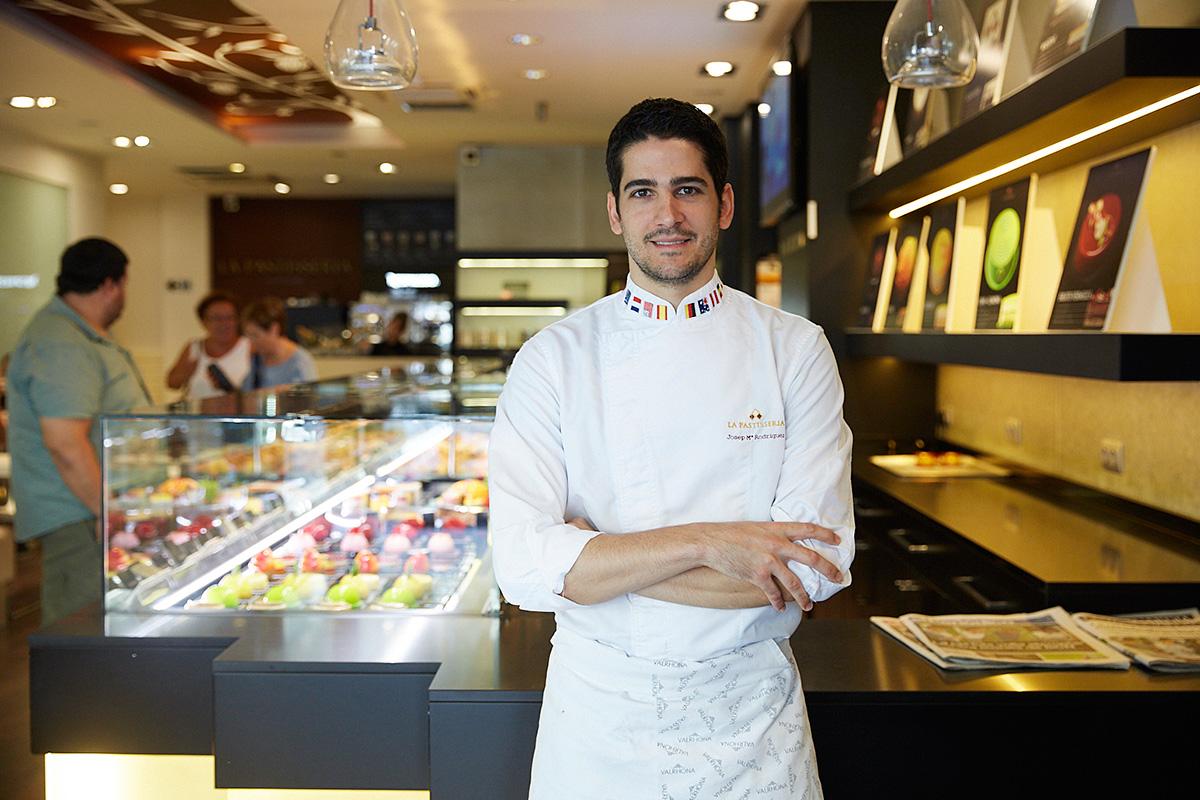 Su joven propietario fue campeón del mundo de pastelería en 2011.