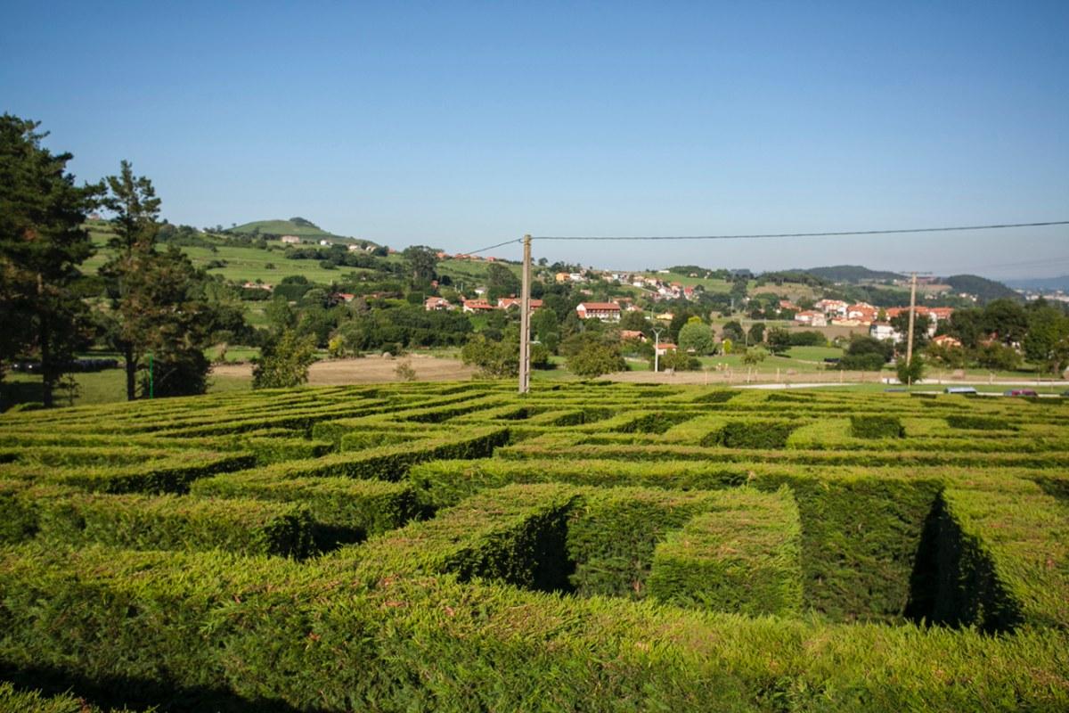 El laberinto vegetal mide 5.623 metros cuadrados, siendo el más grande de toda España.