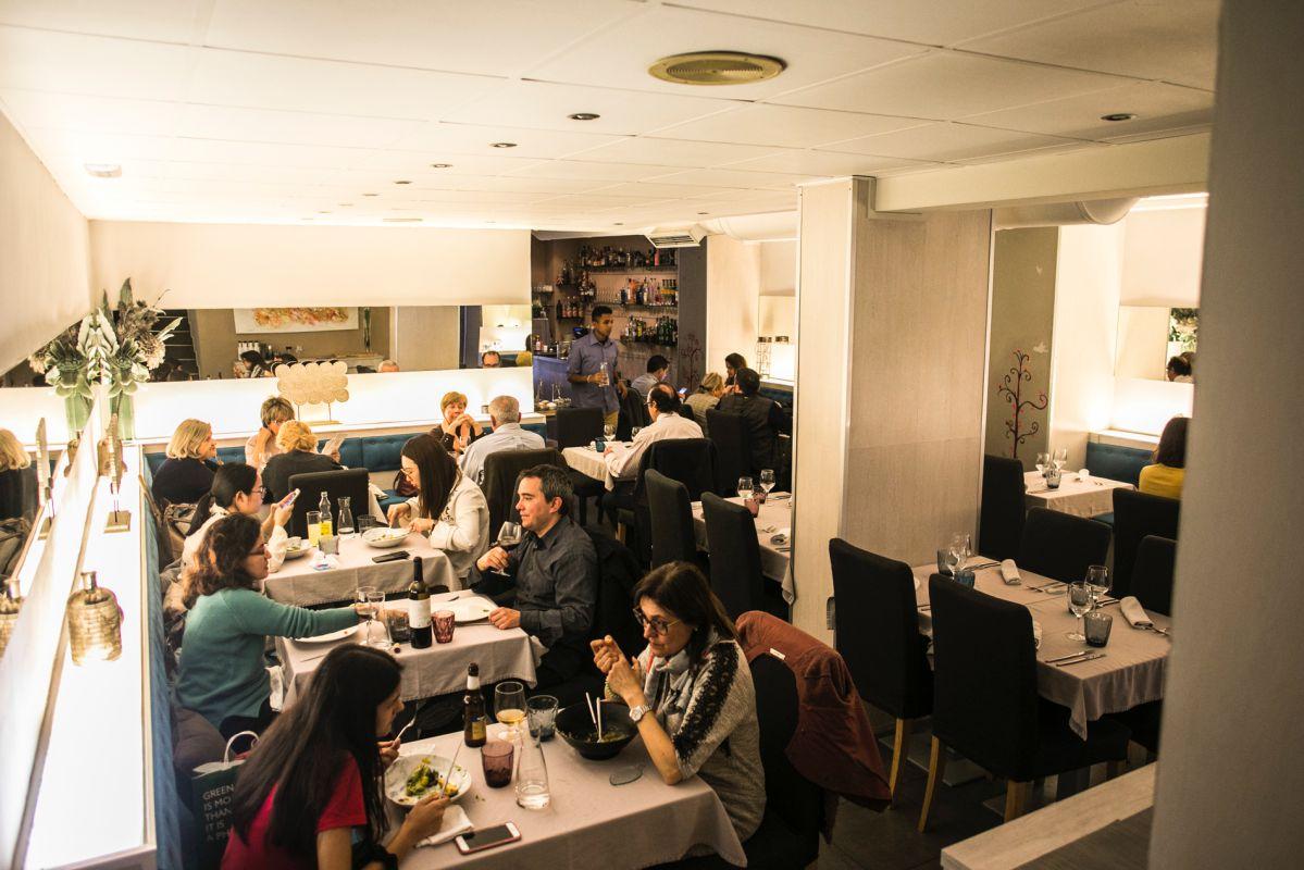 Ambiente en el restaurante peruano Commo Fusión, en Valencia.