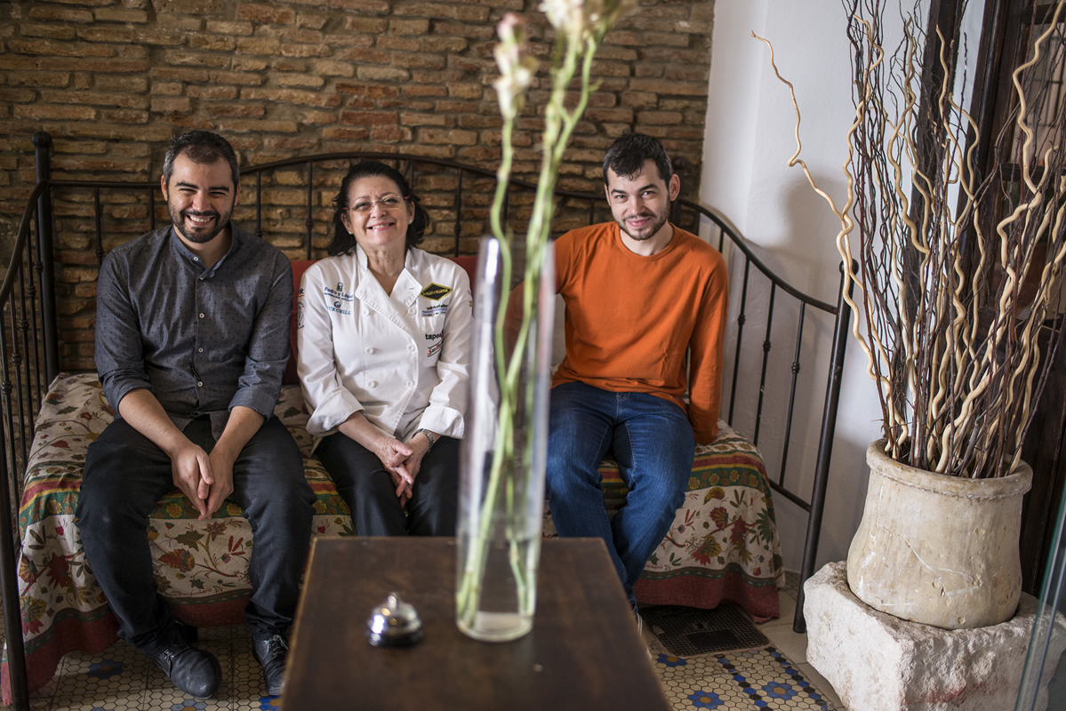 Charo Carmona junto a sus hijos, regalando siempre una sonrisa. Foto: Alfredo Cáliz