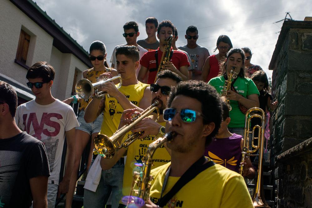 Charangas animan a los vecinos con sus rondas callejeras. Foto: Manuel Ruiz Toribio.