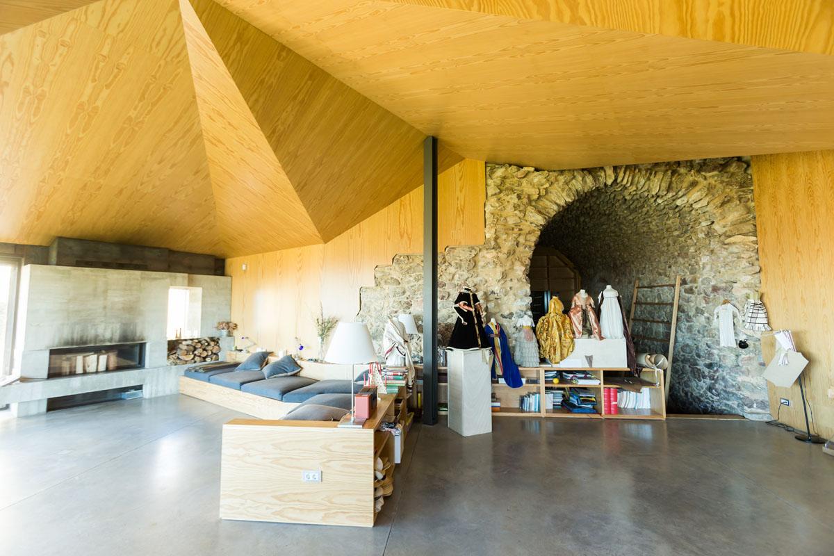 Junto al taller, cuentan con un espacio dedicado a talleres, conferencias y cursos