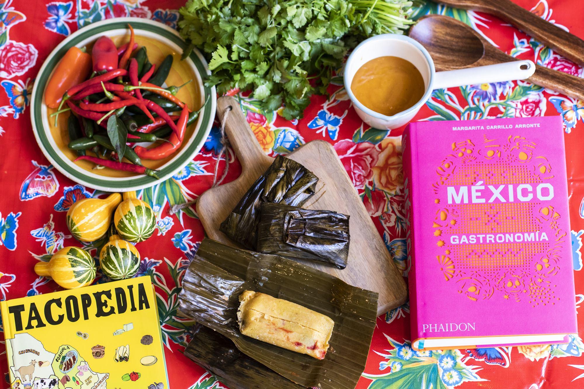 Tanto 'Tacopedia', de Deborah Holtz y Juan Carlos Mena como 'México Gastronomía', de Margarita Carrillo, están editados por Phaidon.