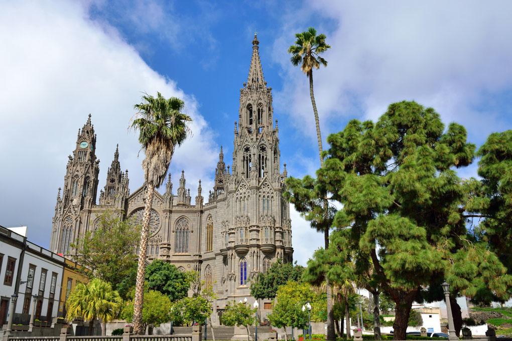 La iglesia de San Juan Bautista, conocida como 'la catedral', en Arucas.