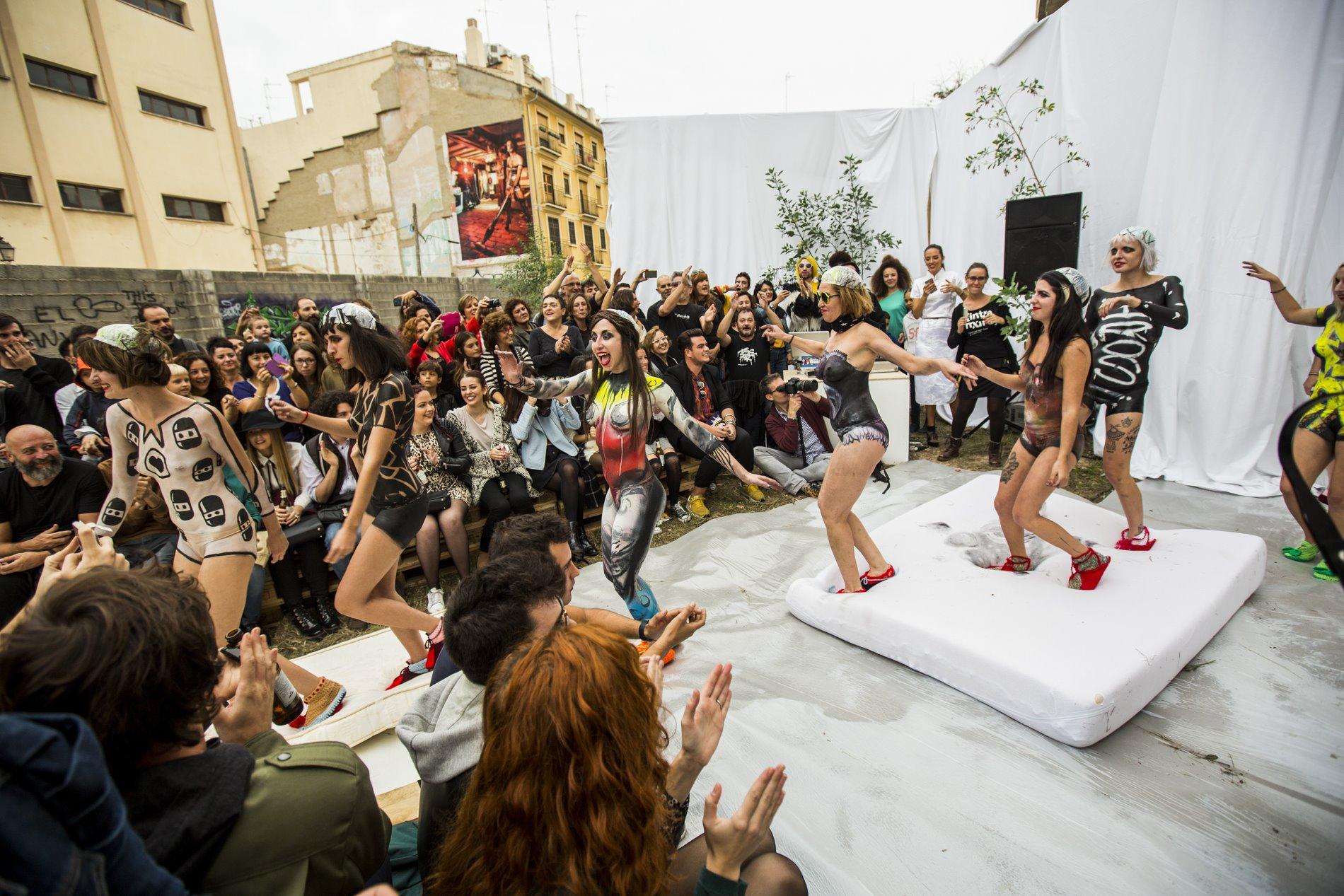 Isbel Messeguer ya participó en Intramurs con un desfile en el Instituto Valencià d'Art Modern (IVAM).