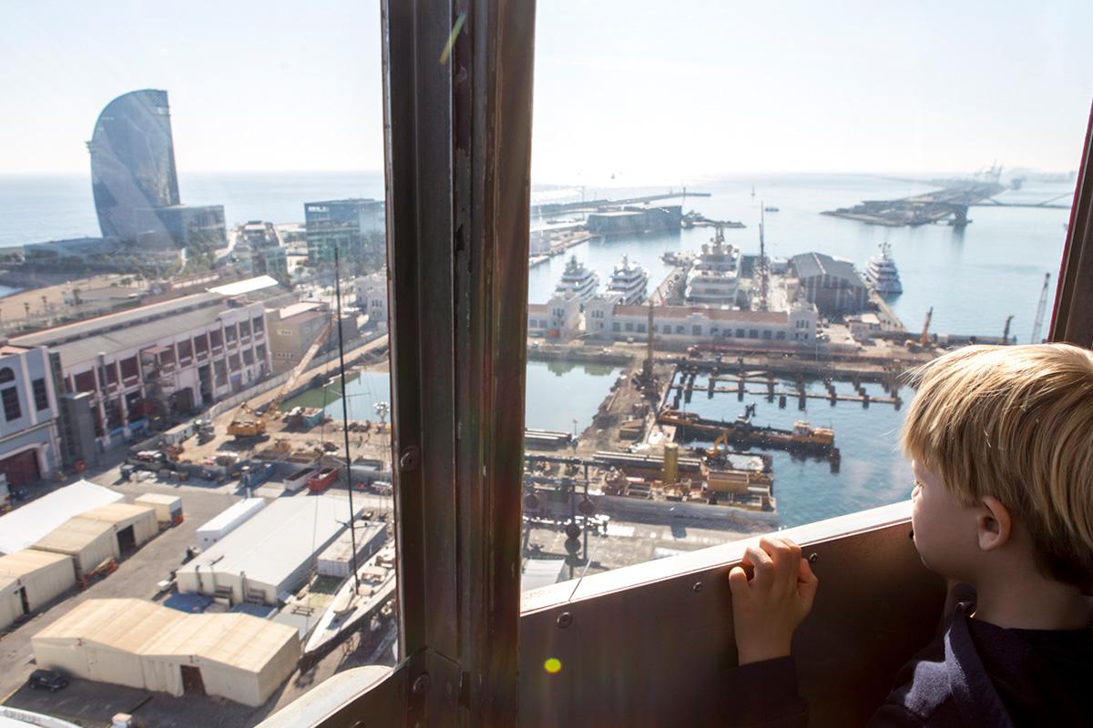 Supervisando los trabajos del puerto desde las alturas.