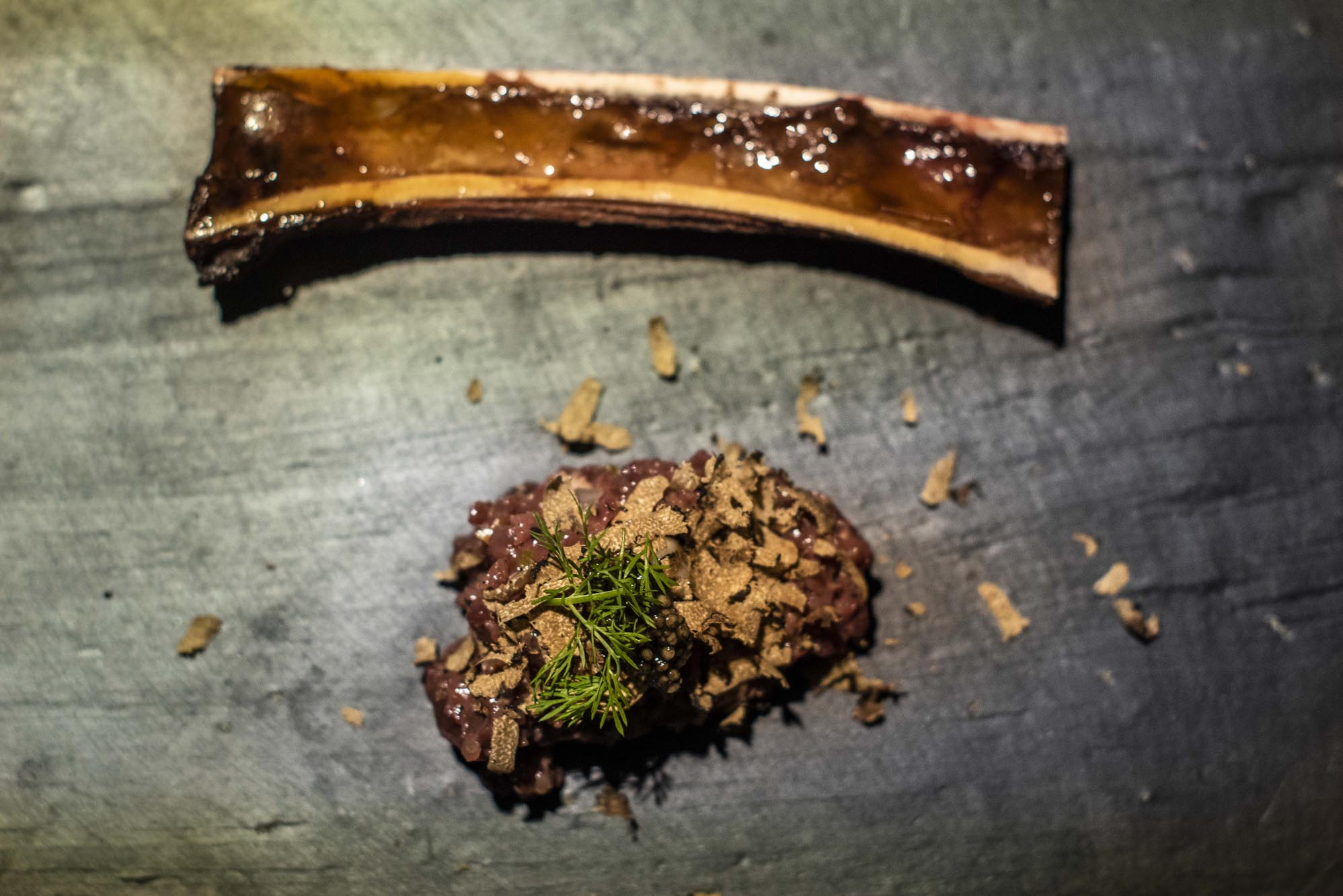 'Steak tartar' de gamo al estilo nórdico con 'tuber uncinatum'.