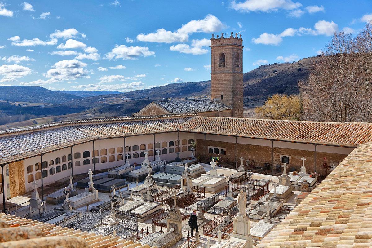 Vista del impresionante cementerio romántico.