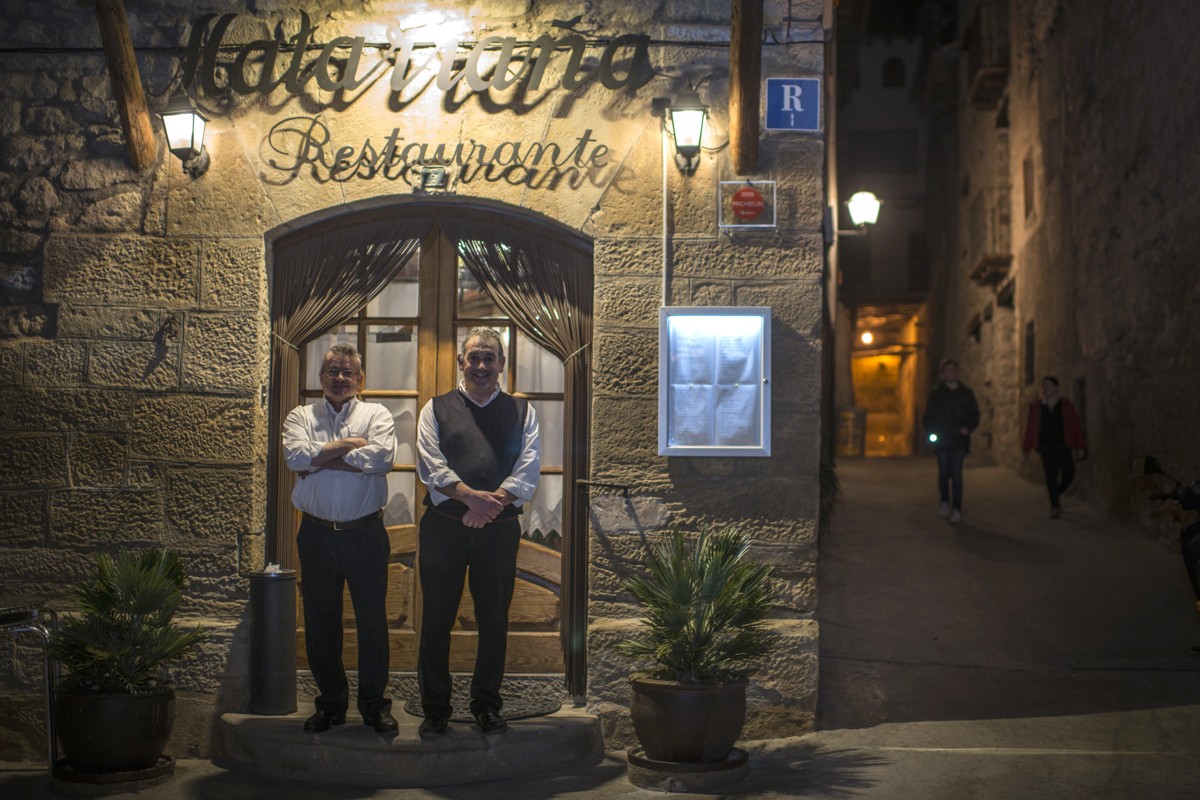 Joaquín y José Luis, cuñados y socios del restaurante 'La Matarraña'.