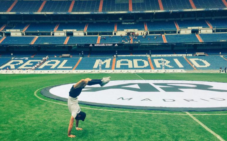 Madridista hasta la médula, sus redes sociales están plagadas de fotos mostrando su gran afición. Foto: Miguel Ángel Muñoz.
