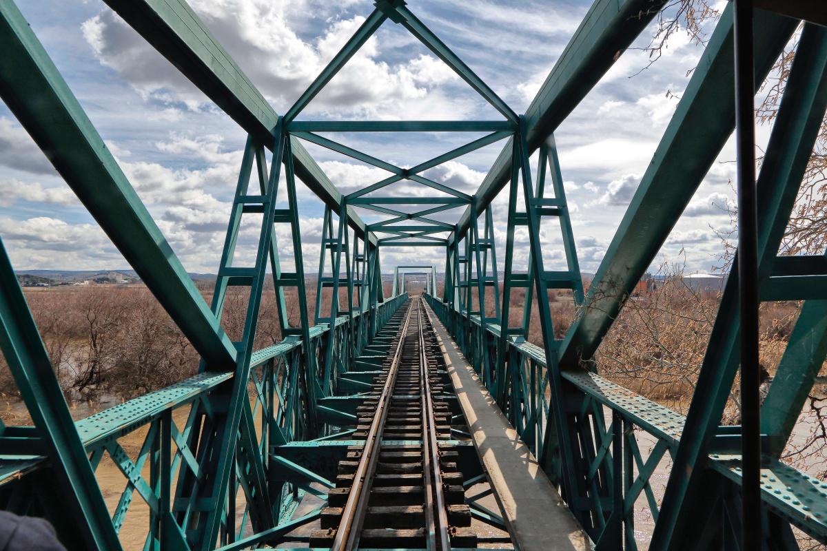 La defensa de este puente de hierro construido en 1912 se convirtió en todo un emblema durante la batalla del Jarama.
