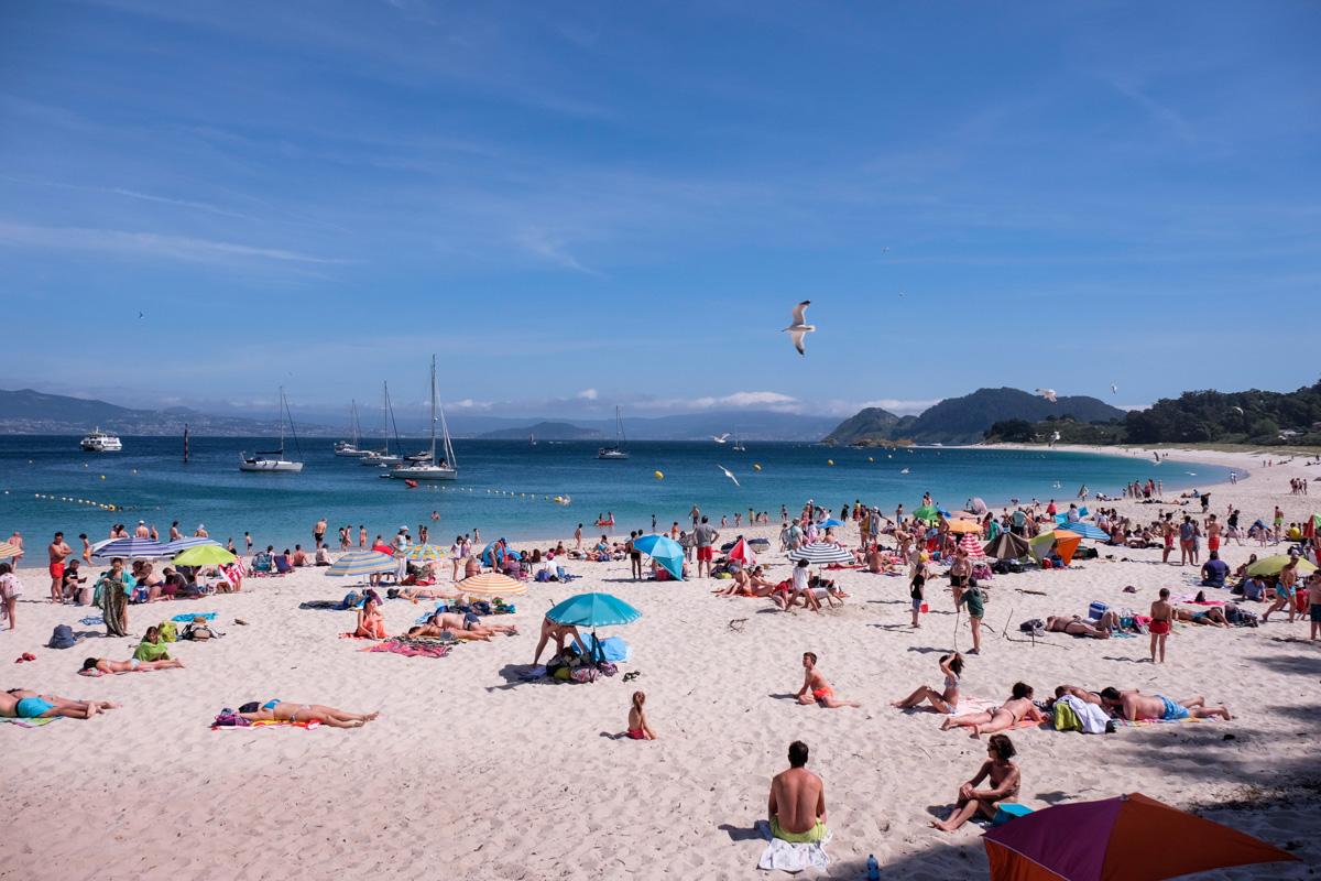 Los fines de semana las playas de Cíes, especialmente la de Rodas, reciben miles de visitas.