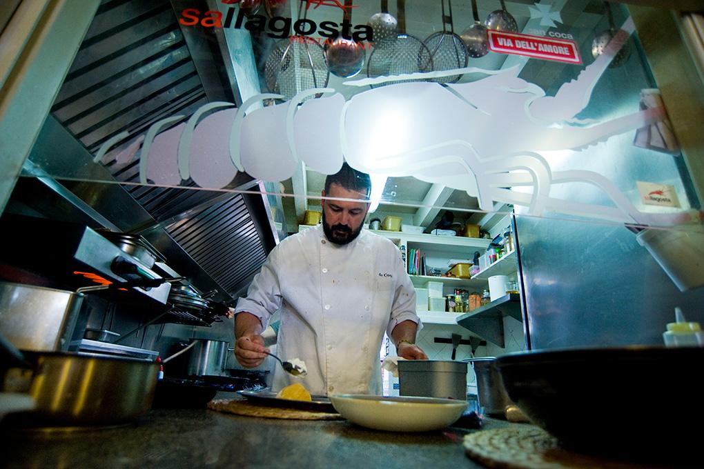 El chef ha aprendido de los mejores del mundo de la gastronomía.