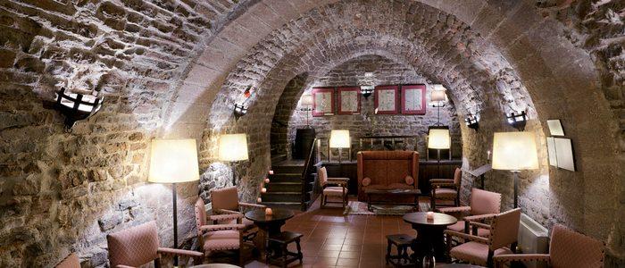 Salón interior del Parador de Cardona. / Cedida por: Paradores de Turismo.