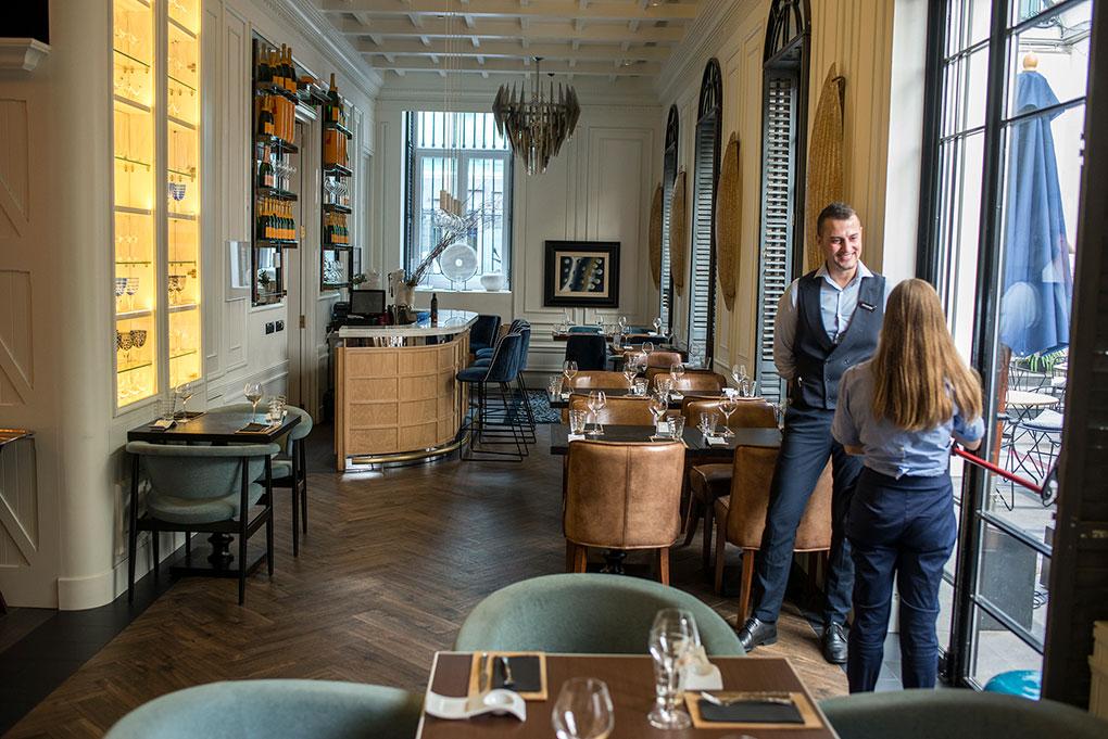El bar restaurante más informal, con patio incluido, que se convierte en reclamo con su entrada por la calle Augusto Figueroa