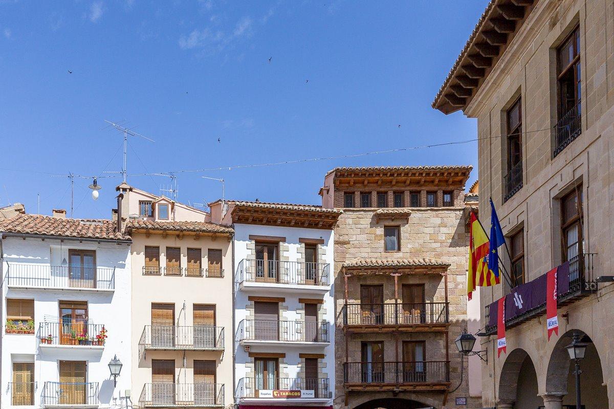 Visitar Mora de Rubielos es un viaje en el tiempo desde su Plaza Mayor.