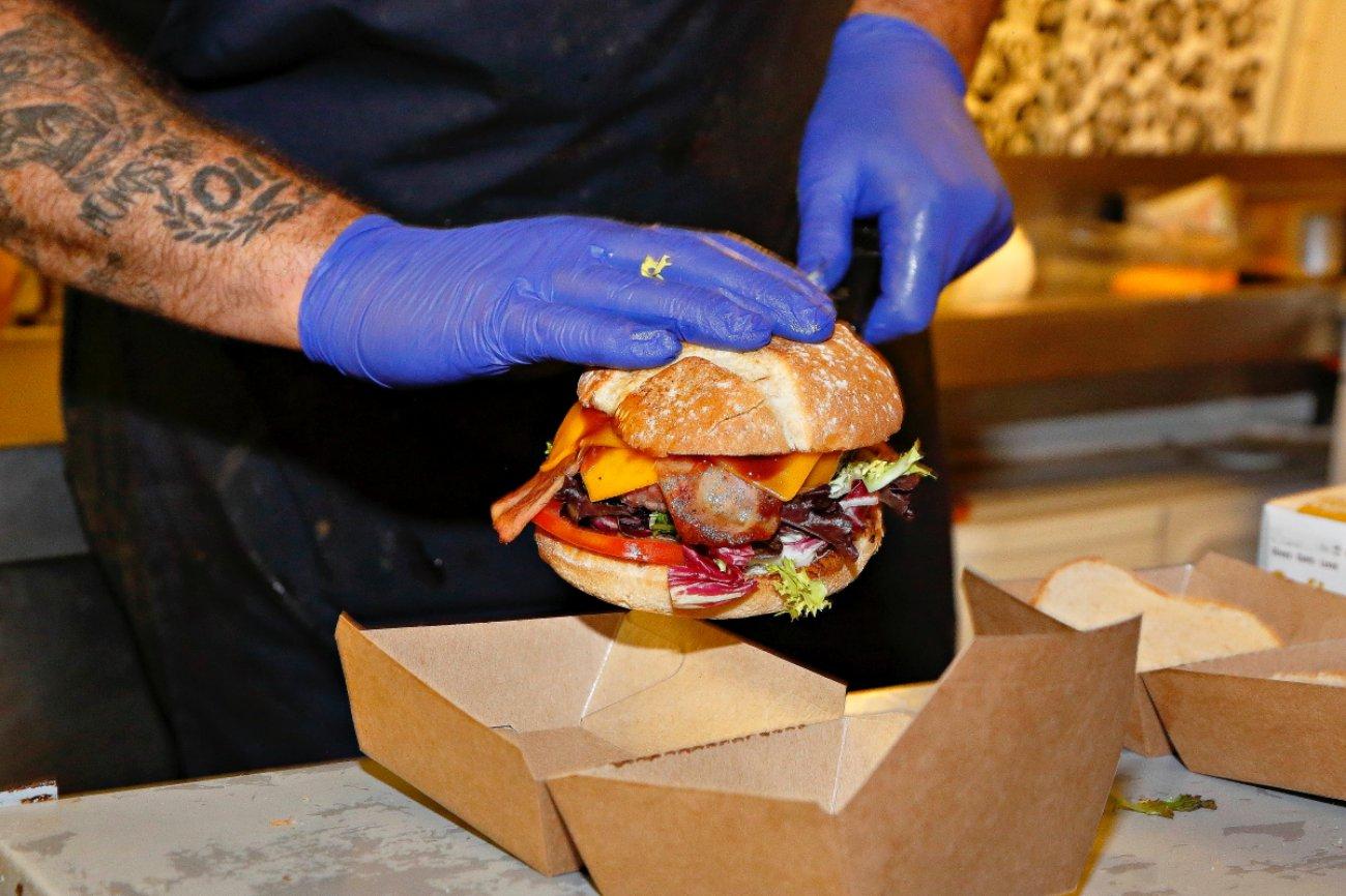 Autocine RACE: hamburguesas