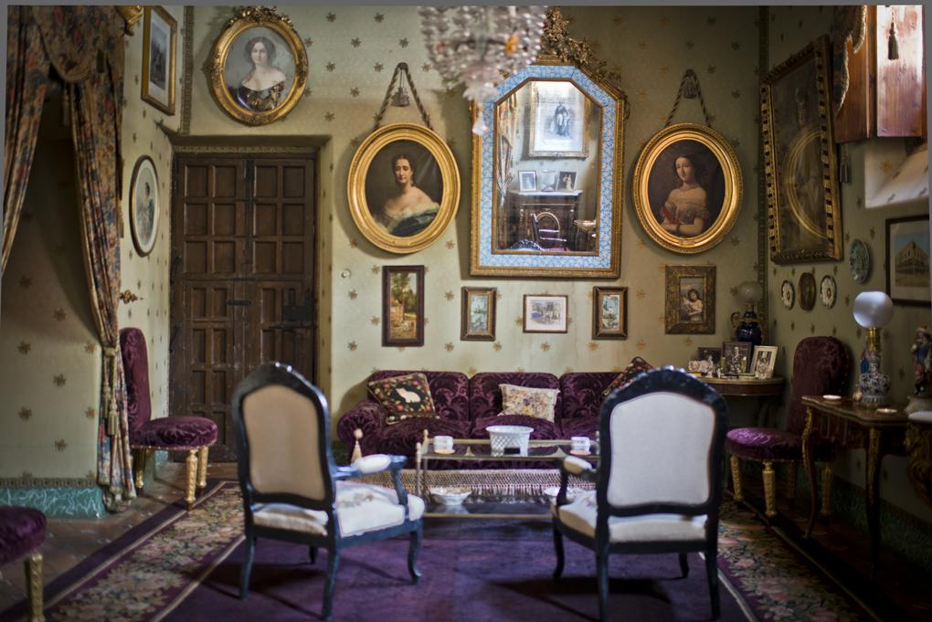 Salón privado de Las Dueñas, decorado con retratos de la emperatriz, su hermana, su madre y su marido.