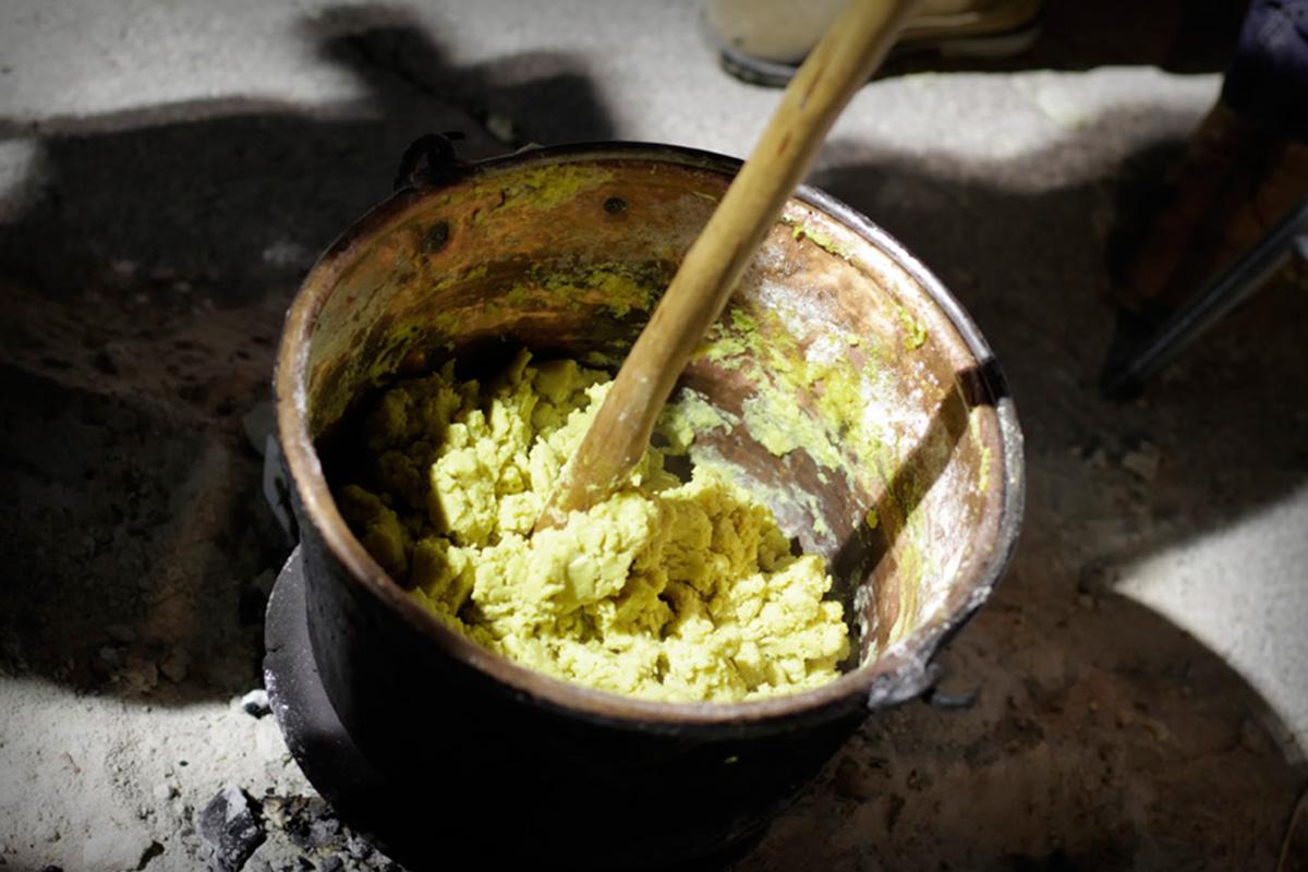Las gachas hechas al fuego de la lumbre tienen otro sabor. Foto: Pedro Sánchez.