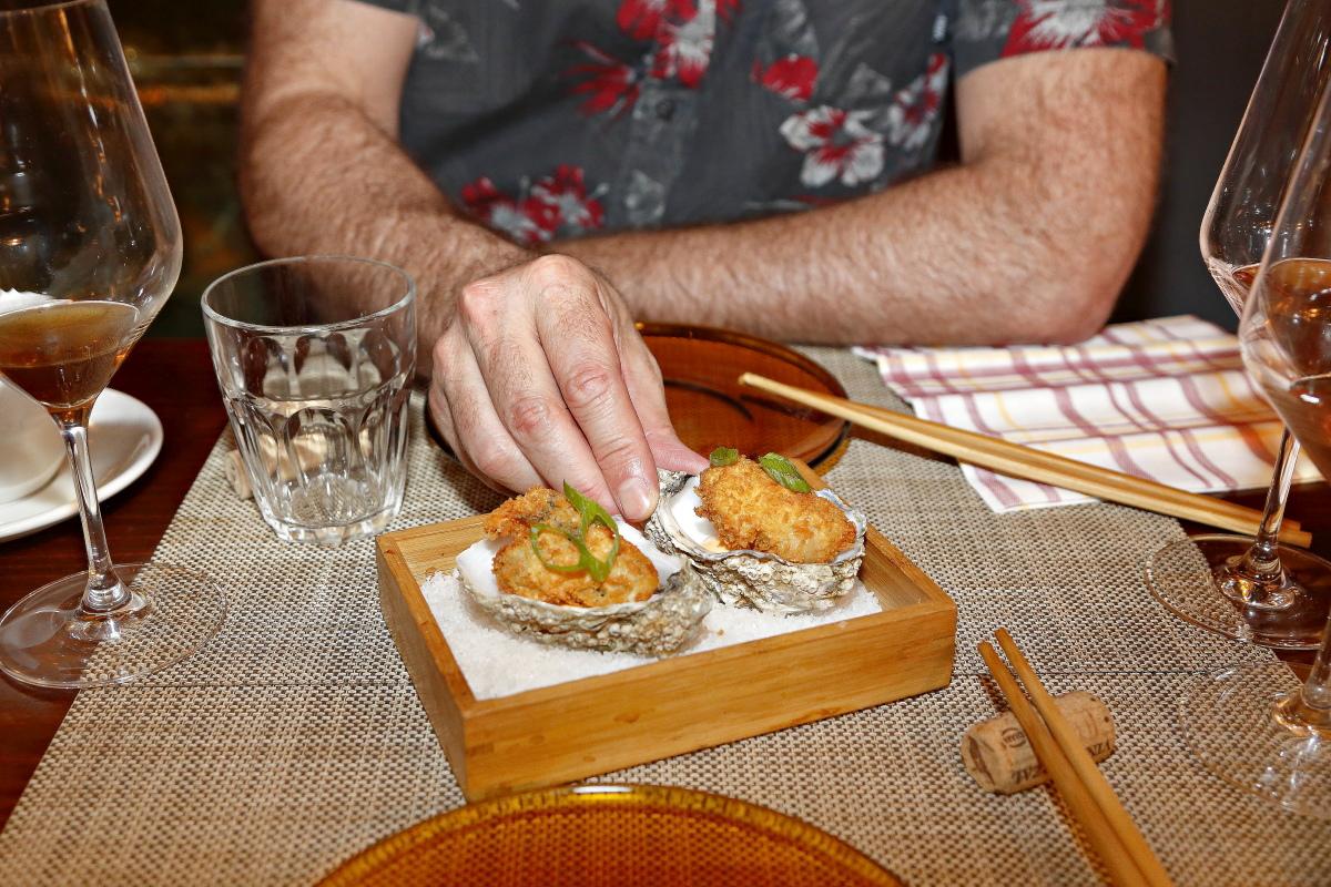 Un plato de ostra fritas con mahonesa de escabeche del restaurante Matritum, en Madrid.