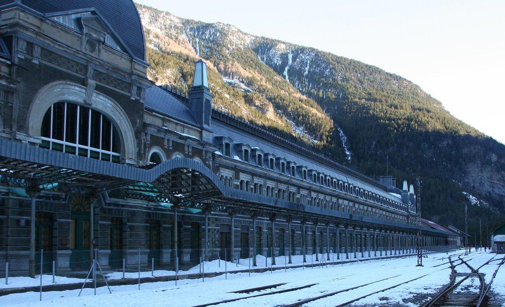 Una estampa invernal de la estación de Canfranc.