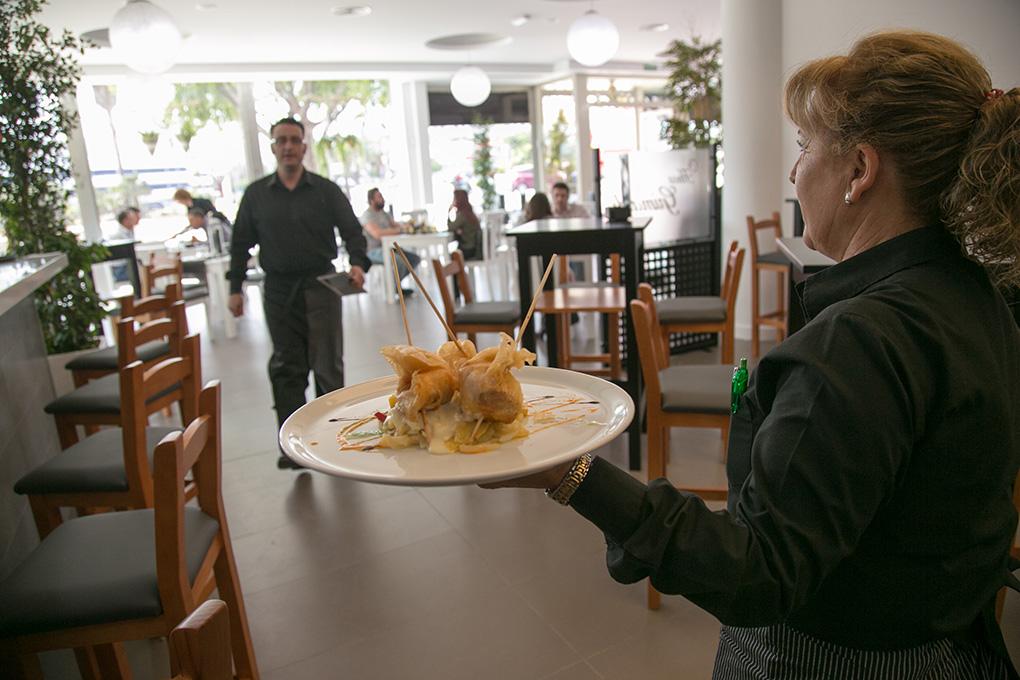 Emvoltinis de pollo rellenos de mousse de pato y queso gouda. Fotos: Juan Carlos Toro.