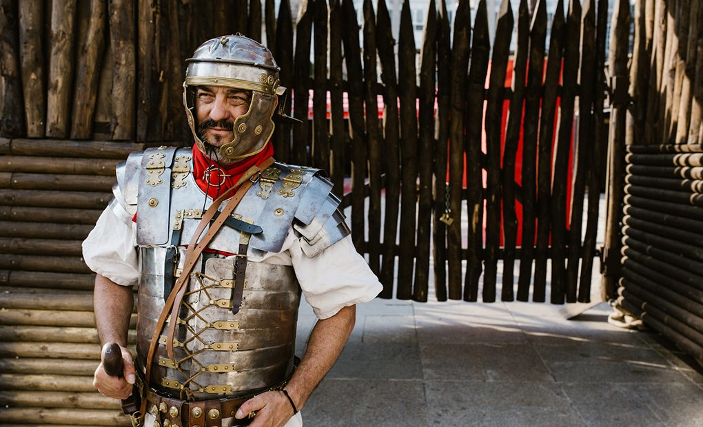 Legionario Caius Servilius haciendo guardia en Lugo.