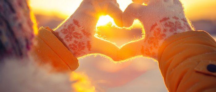 ¿Hay algo más romántico que una puesta de sol en la cima de una montaña nevada?